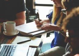 Gewinnbeteiligung: Wie funktioniert Mitarbeiterbeteiligung? - Angestellte als Teilhaber